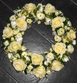 "14"" Classic Cream Loose Wreath"