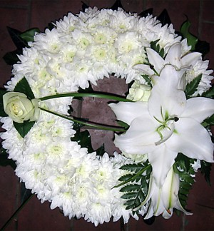 "10"" White Ring Wreath"