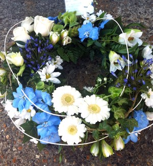 "12"" Blue & White Wreath"