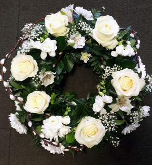 "14"" Loose White & Green Wreath"