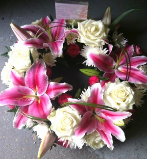 "10"" Stunning Pink Lily & Rose Wreath"