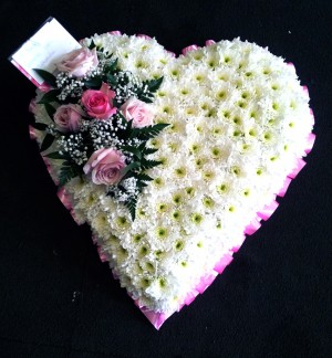 "21"" Pretty Pink & White Heart"