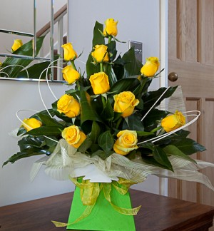 12 Yellow Rose Box