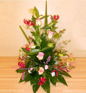 Stunning Gloriosa and Rose Display